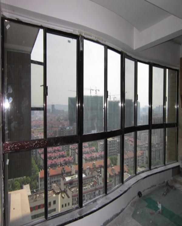弧形阳台                      长沙推拉门窗厂家